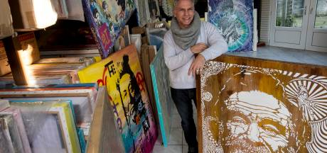 Apeldoornse kunstenaar geeft schilderijen gratis weg