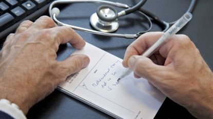 """Osteopaat riskeert cel voor tbc-dood patiënt (14): """"Onze dochter is de speelbal van een twist tussen artsen"""""""