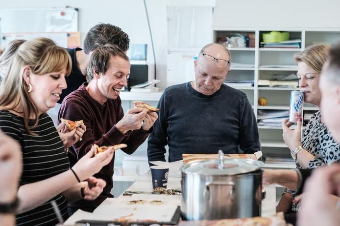 Verraste docenten van het Liemers College aan de pizza.
