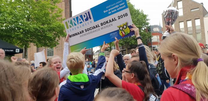 De Wilhelminaschool wint de Sociaalbokaal tijdens de Avondvierdaagse in Woerden.