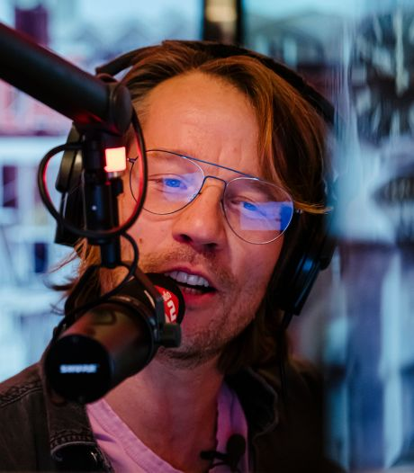 Giel Beelen diep door het stof na missen eigen radioshow: 'Veel te laat gaan slapen'