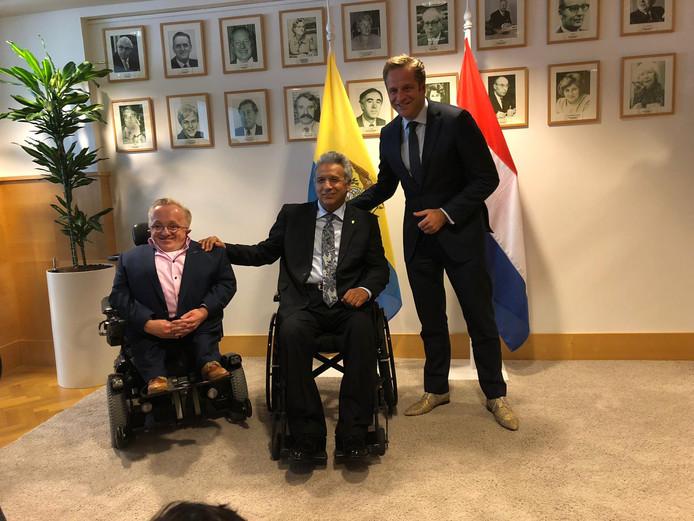 Rick Brink (l) met Lenin Moreno en minister Hugo de Jonge (r).