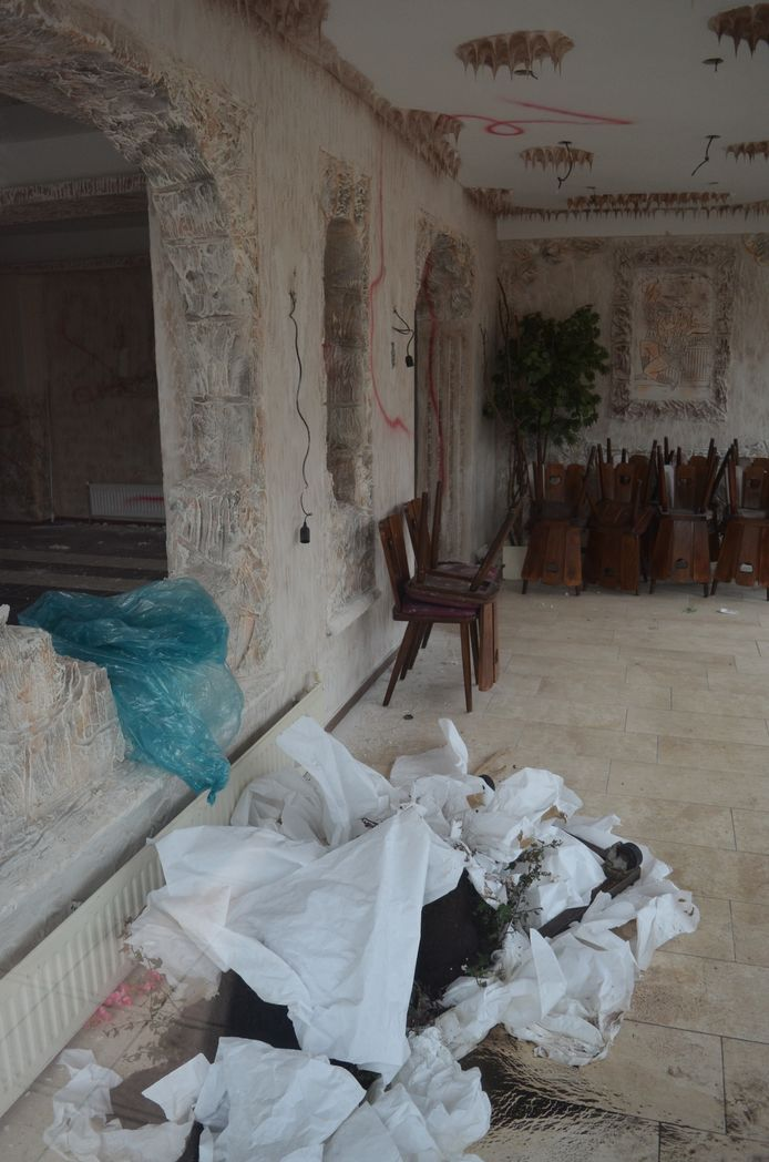 De Griek Georgios Kologousidis liet ook een enorme troep achter in het ontruimde pand.