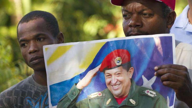 Dominicaanse deelnemers aan een pelgrimstocht waarbij voor het herstel van Chavez wordt gebeden. Beeld afp