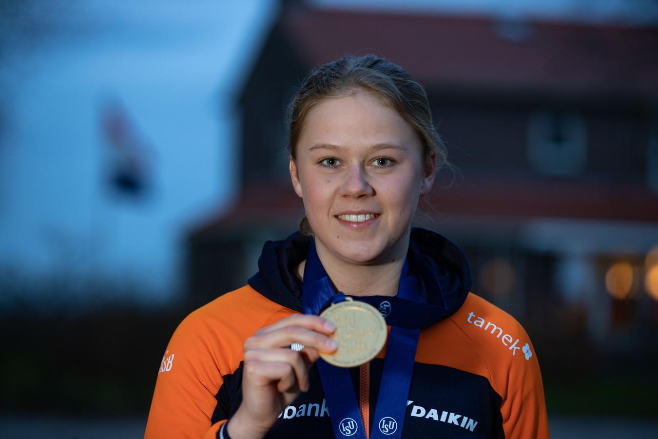 Femke Beuling na het winnen van de wereldtitel op de 500 meter bij de junioren.
