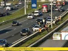 10 auto's botsen op A2 bij Eindhoven, bergingswerkzaamheden nog bezig