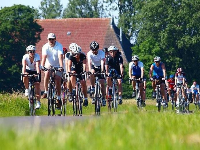 De Zomertocht leidt geoefende fietsers door bossen, heidevelden en dorpen op de Veluwe.