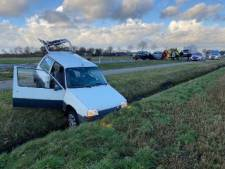 Auto in de sloot bij kettingbotsing op N348 Raalte - Deventer