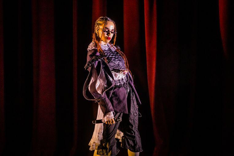 Op 3 december speelde de Engelse zangeres FKA Twigs in een uitverkocht Theater Carré in Amsterdam. Beeld Ben Houdijk