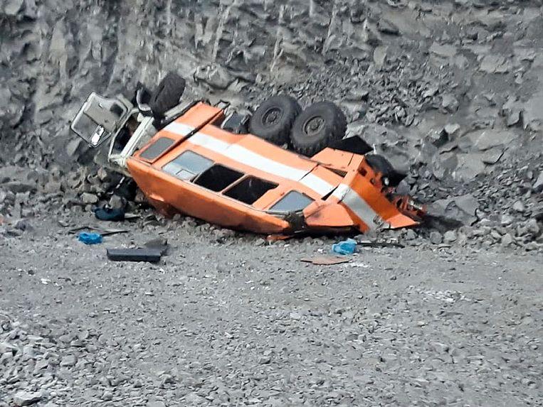Bij het busongeluk vielen zes doden. Nog eens 16 arbeiders raakten gewond.