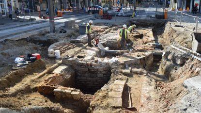 700 jaar oude stadspoort aan Kipdorp blootgelegd