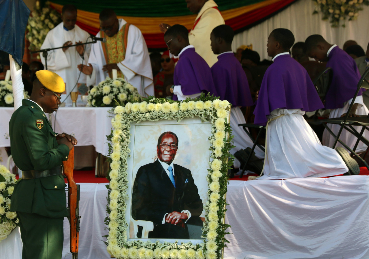 Vandaag werd Mugabe begraven.