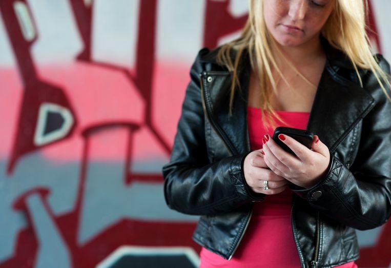 Een intensieve smartphone-gebruiker betaalt in België zo'n 40% meer dan in Frankrijk of het Verenigd Koninkrijk