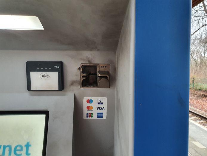 De kapotte kaartjesautomaat in Vroomshoop.