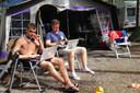 Vakantiegangers nemen steeds meer apparatuur mee, zodat ze op de camping aan de slag kunnen met laptop, smartphone of tablet.