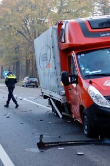 Flinke klap bij ongeval op N272 in Oploo, bestuurders komen met de schrik vrij