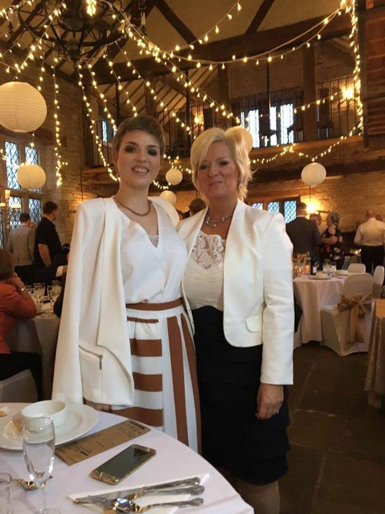 Gemma met haar mama Helen.