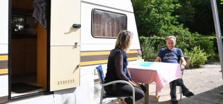 Een caravan voor het vakantiegevoel: 'In deze tijd wil iedereen graag zorginstellingen helpen'