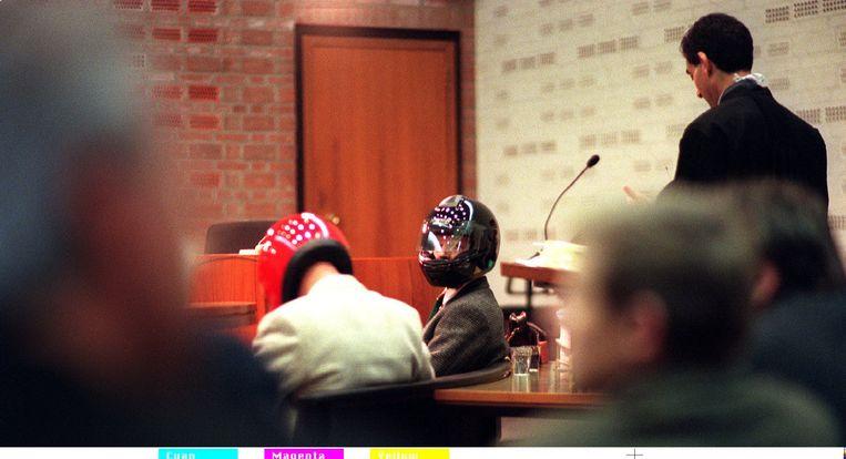 Twee oud-rechercheurs van de Criminele Inlichtingendienst in de rechtszaal wegens verdenking van meineed bij de parlementaire enquête opsporingsmethoden (1997) Beeld ANP