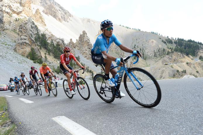Nairo Quintana op kop op de Izoard.