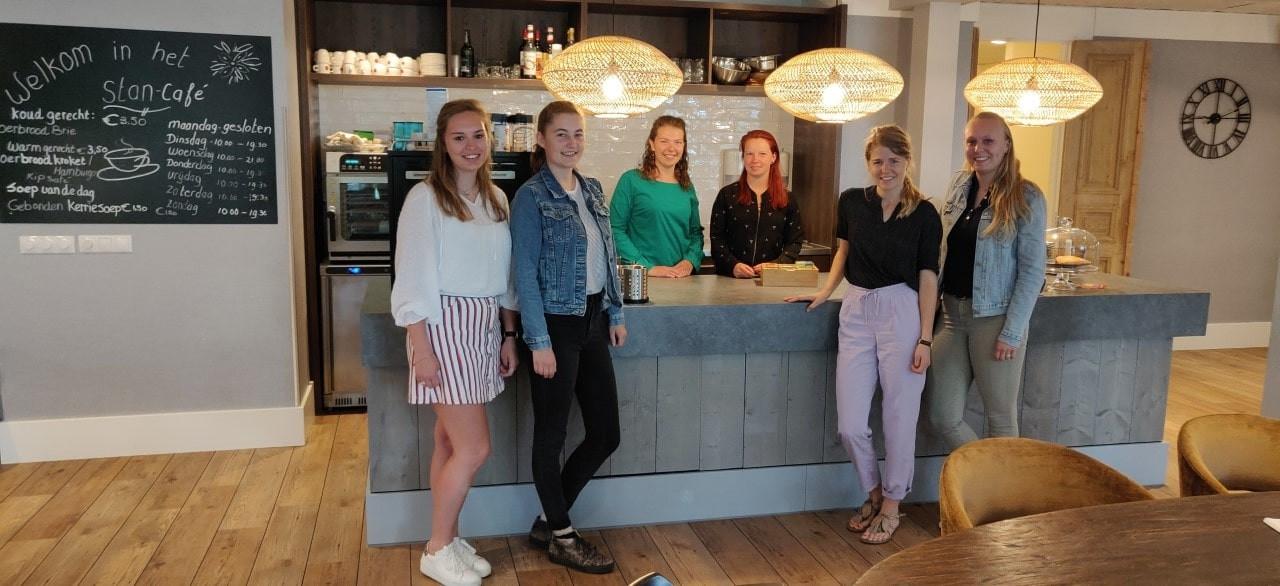 Laudine de Bever, Annemiek Janssen, Karijn Smolders, Maaike van de Haar, Melanie van Noord en Nikki Ros (v.l.n.r.)