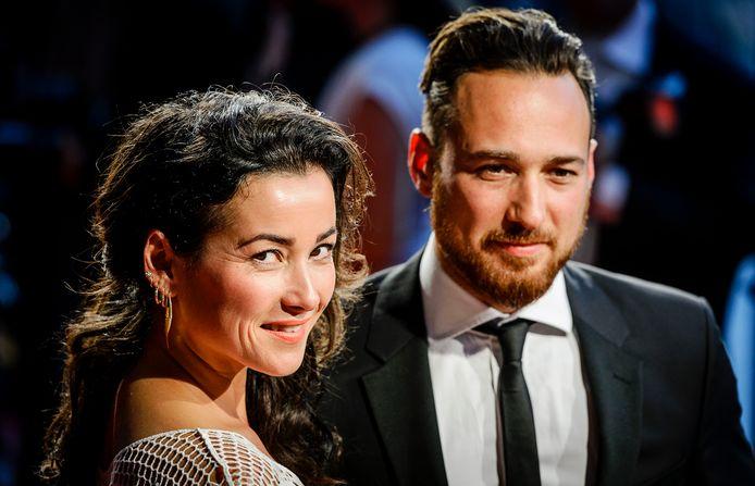 AMSTERDAM - Birgit Schuurman en Arne Toonen gaan na ruim tien jaar huwelijk uit elkaar. Dat hebben zij donderdag via hun agenten bekendgemaakt.