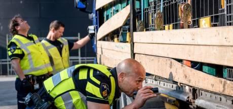 Zeven vreemdelingen gevonden in container Europoort