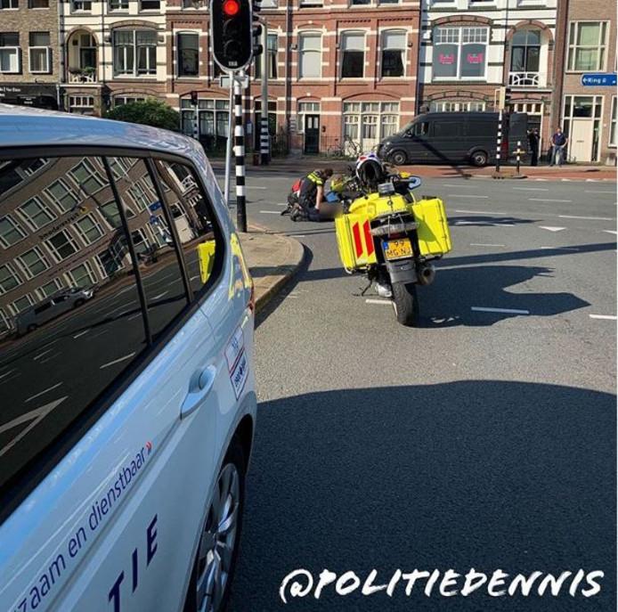 Een snorfietser is vanochtend ten val gekomen bij een aanrijding op de Catharijnesingel in Utrecht.