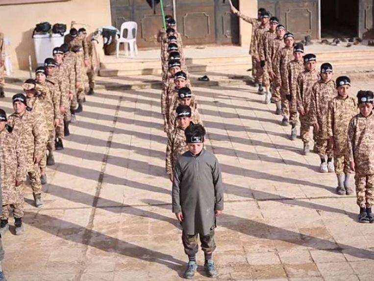 Kamp voor kindsoldaten van IS in het Syrische Raqqa.