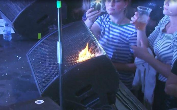 De vlam brandt als nooit tevoren: op het podium bij rapper Snelle uit Deventer.
