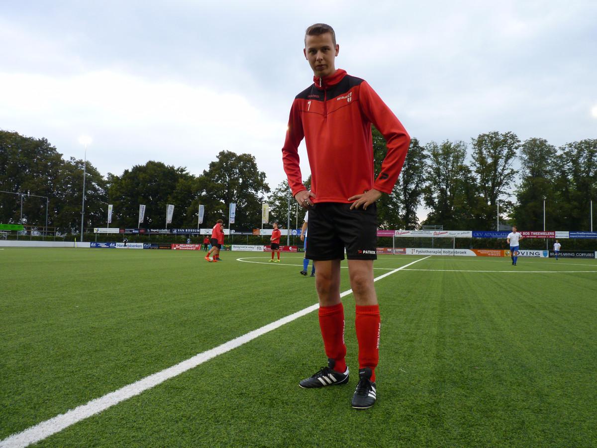 Van Kevin Zomerdijk hoeven al die kleurtjes niet. Hij kiest steevast voor de vertrouwde Copa Mundial van Adidas. Zwart, met witte strepen.