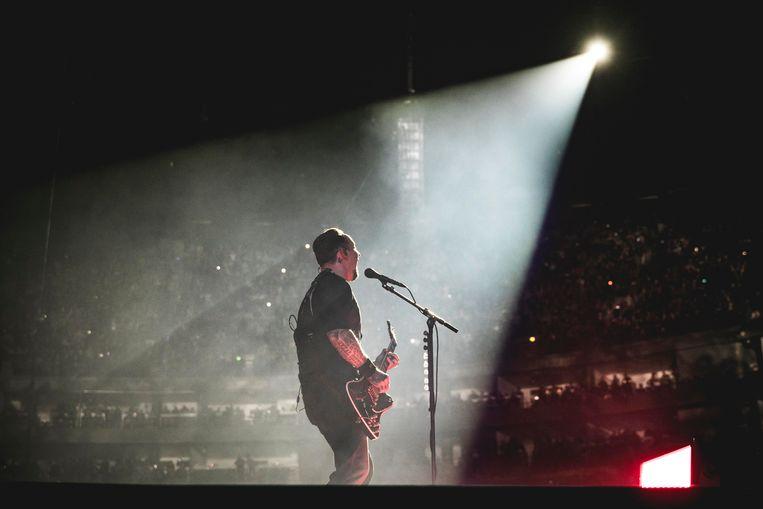 Michael Poulsen  van Volbeat tijdens een optreden in Keulen.  Beeld Getty