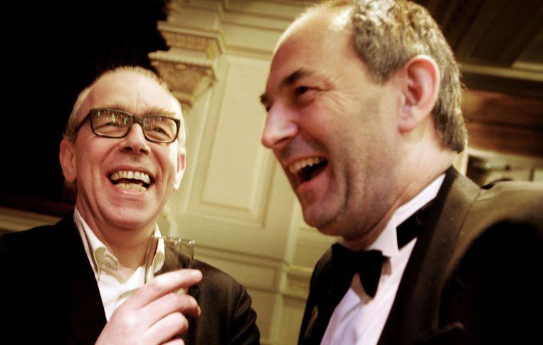 Joost Swarte (links) en toenmalig burgemeester van Amsterdam Job Cohen in 2005. Beeld anp
