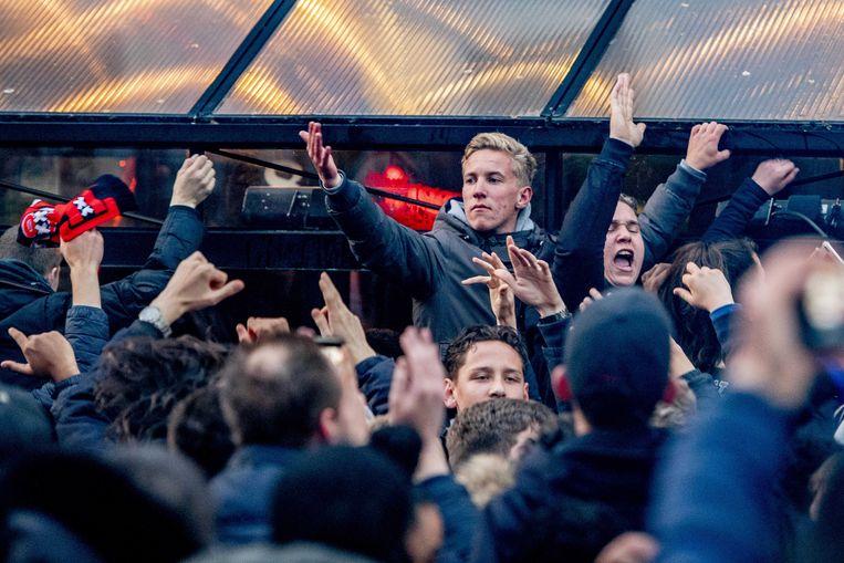 Fans vieren feest na de 1-0  Beeld ANP