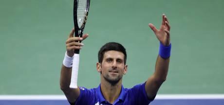 Djokovic zonder problemen door, Tsitsipas laat zes wedstrijdpunten onbenut en verliest