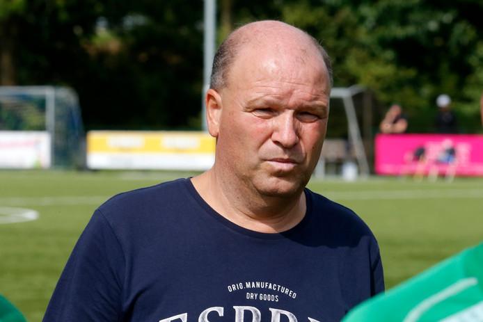 Koos van Tamelen helpt zijn club FC De Bilt uit de brand.