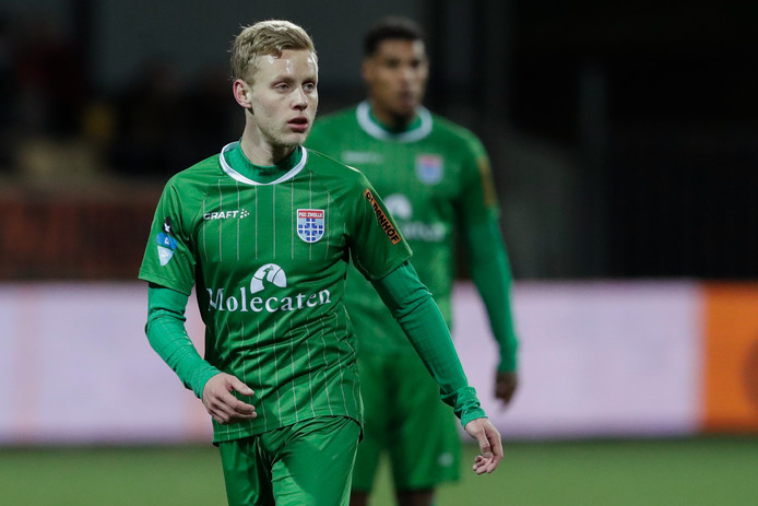 Aan het huwelijk tussen PEC Zwolle en Rick Dekker gaat na bijna zes jaar een eind komen. Het aflopende contract van de controleur wordt niet verlengd. Ook Darryl Lachman (achtergrond) mag om die reden deze maand nog vertrekken bij de degradatiekandidaat.