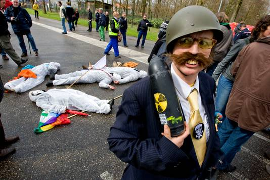 Officieel is het nooit bevestigd maar actievoerders protesteren al jaren tegen de kernwapens op Volkel.
