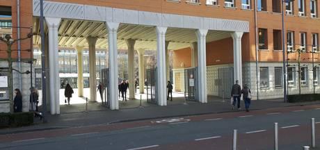 Medewerker Bossche rechtbank terecht overgeplaatst na weigeren hand  moslimcollega