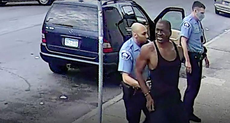 Videobeeld van de arrestatie, afkomstig van een bewakingscamera. Beeld