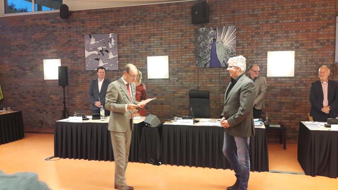 Burgemeester Sander Schelberg heet Wim Winter wselkom.