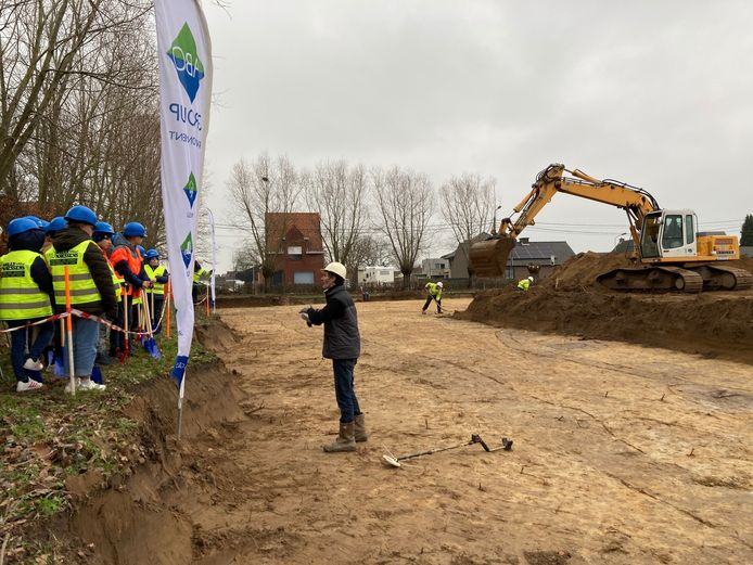 Twee klasgroepen kwamen dinsdag al een kijkje nemen op de site in de Eikenlaan.