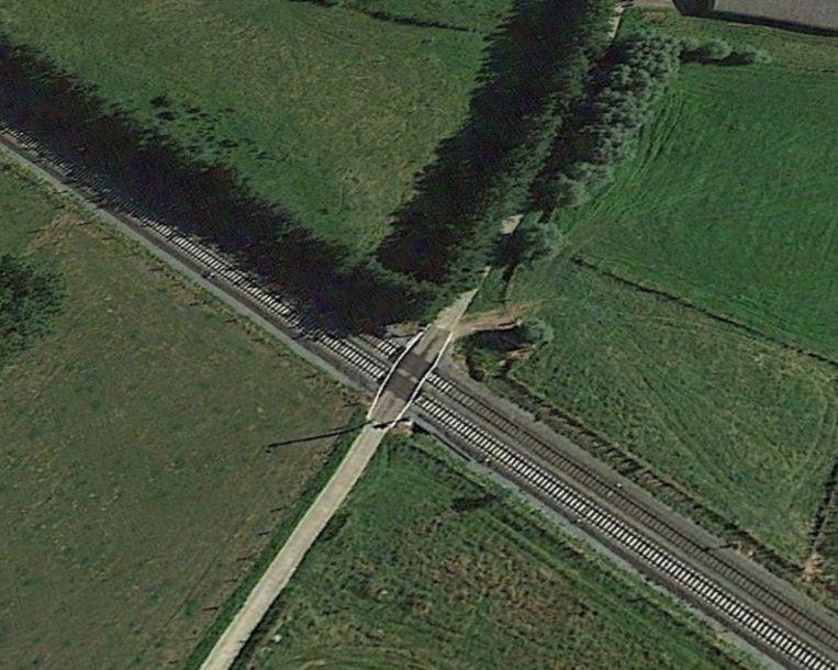 De overweg aan de Apostelstraat in Balegem gaat dicht.