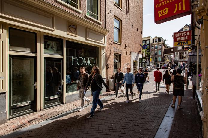 Café FOMO aan de Lange Niezel 29, waar eerst Centra zat.