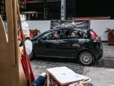 Sinterklaas houdt drive-thru in Ulft: 'Opkomst was enorm'