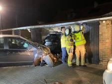 Bestuurder mispakt zich: auto total loss en gevel van garagecomplex vernield