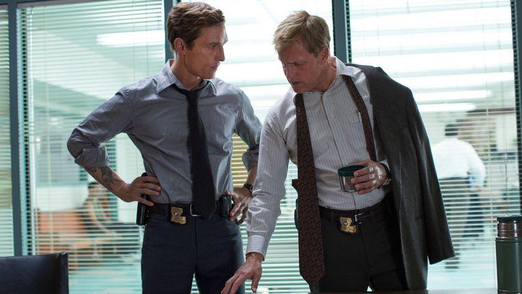Rust Cohle (Matthew McConaughey) en Marty Hart (Woody Harrelson) Beeld hbo