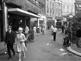Asfalt en auto's op de Oudegracht in 1967