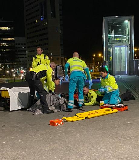 Utrechter mishandeld bovenaan trappen Jaarbeursplein in Utrecht