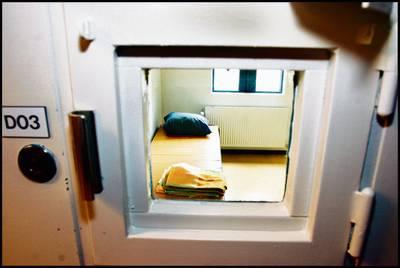 Twee 16-jarigen smokkelen hasj binnen bij gevangenis Vught